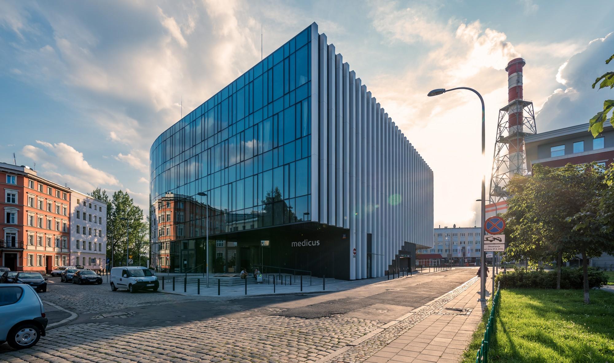 Centrum chirurgii i estetyki twarzy siedziba medicus Wrocław