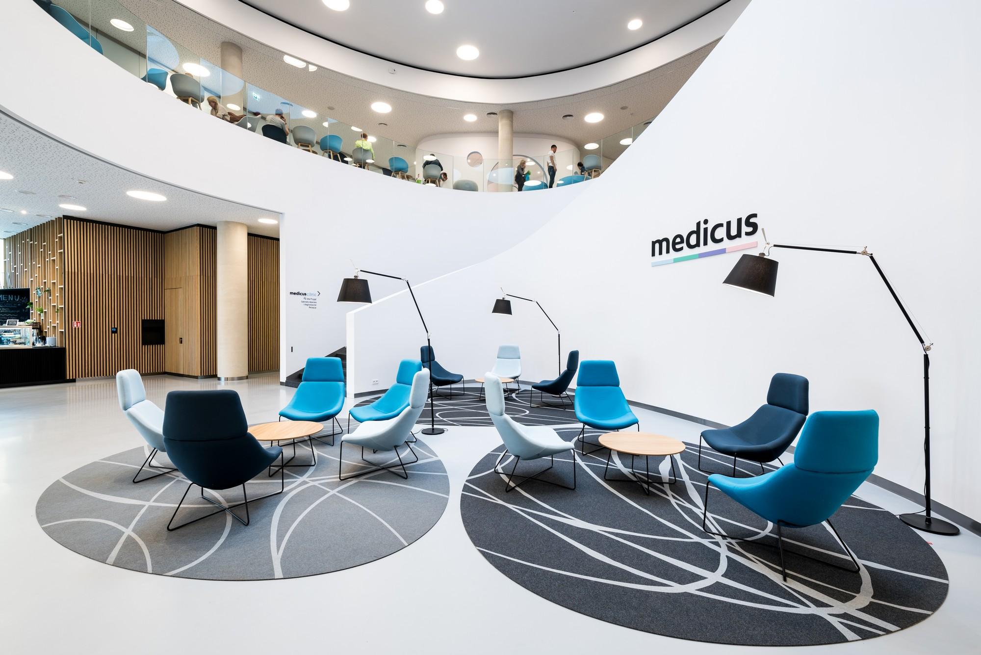 Centrum chirurgii i estetyki twarzy medcus poczekalnia Wrocław
