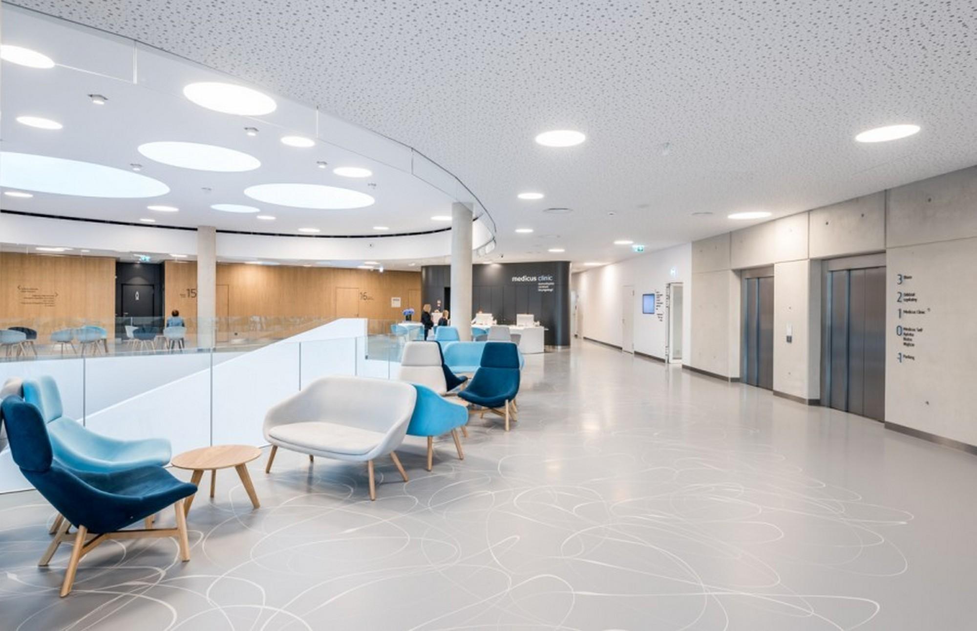 Centrum chirurgii i estetyki twarzy poczekalnia stomatologia Wrocław