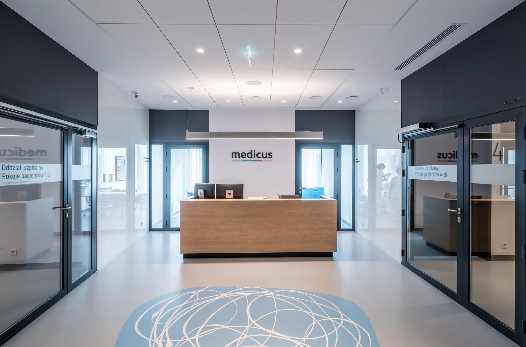 Centrum chirurgii i estetyki twarzy recepcja medicus we Wrocławiu
